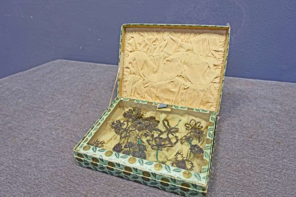 Victorian Hair Art in Chiclets Box